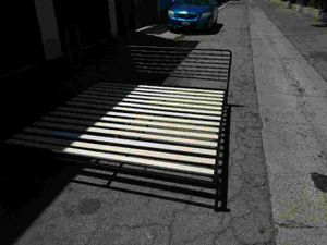 King size bed frame for Sale in Garden Grove, CA
