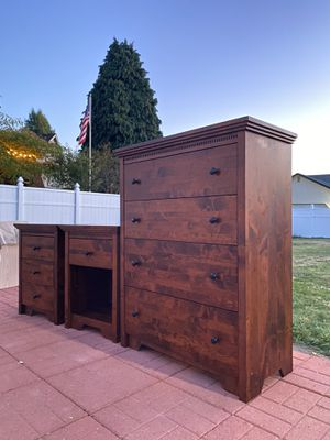 Dresser with Nightstands (Pending) for Sale in Auburn, WA