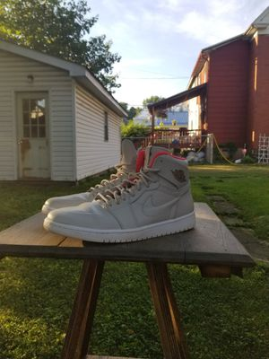 Jordan retro 1 high cream and crimson nouveau for Sale in Williamsport, PA