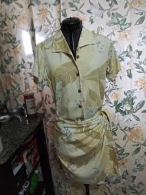 Tommy Bahama yellow floral wrap skirt and top extra small for Sale in Port Richey, FL