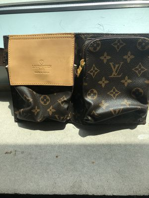 Louis Vuitton waist bag for Sale in Providence, RI