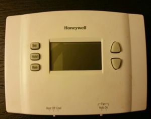 Honeywell 1 week programmable thermostat for Sale in Portland, OR