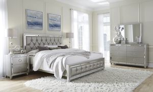 Gray/mirrored casual style modern 5pcs bed set for Sale in Alexandria, VA