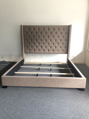 Upholstered king bed for Sale in Marietta, GA