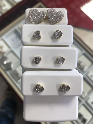 DIAMOND HEART EARRINGS for Sale in St. Louis, MO