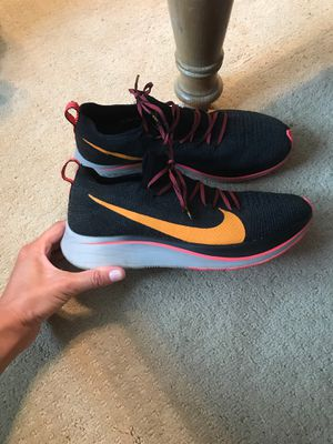 Women's Nike 9.5 shoes for Sale in Marietta, GA