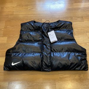 Nike Black Women Large Puffer Vest NWT for Sale in Portland, OR