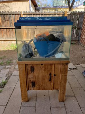 20 gal fish tank for Sale in Tucson, AZ