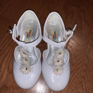Girls White Flower Toddler Dress Shoes for Sale in Morton Grove, IL