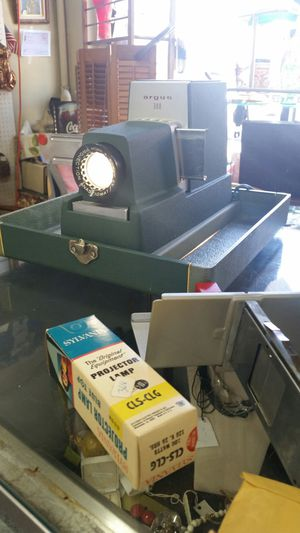 Vintage Argus 300 projector 50's mid century WORKS! for Sale in Montgomery Village, MD