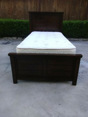 Nice Solid Wood Twin Size Bed for Sale in Fresno, CA