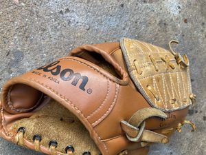 Youth size baseball glove for Sale in Cerritos, CA