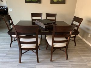 Dining room table for Sale in Chandler, AZ