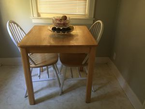 Table with 2 chairs. for Sale in Fresno, CA