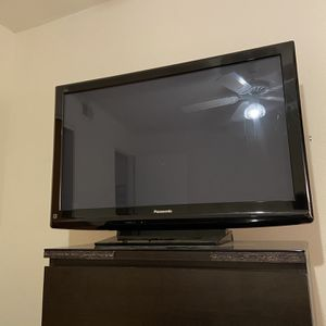 "42"" Panasonic TV with Apple TV for Sale in Fort Worth, TX"