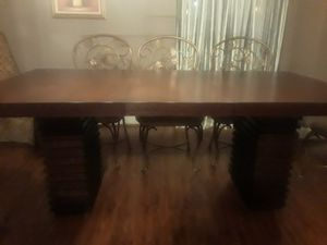 Dinning room table set and two extra dining chairs for Sale in Dunn Loring, VA