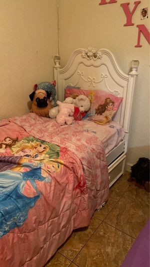 Disney princess fairytale white poster twin bed with bunk storage on bottom for Sale in Miami, FL