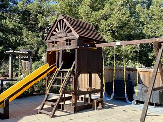 Swing Play Structure Rainbow for Sale in Walnut Creek,  CA
