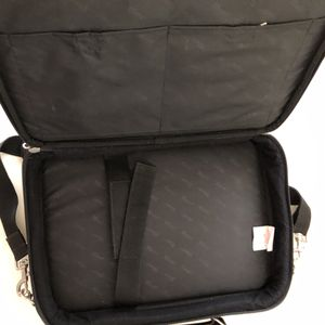 """Bran New """"Briefcases """" Targus"""" 16"""" Laptop Protective Padded for Sale in Bellevue, WA"""
