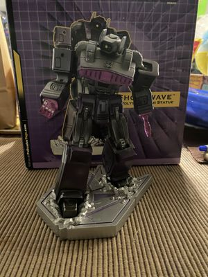 2004 TRANSFORMERS SHOCKWAVE POLYSTONE MINI STATUE LIMITED EDITION for Sale in Tustin, CA