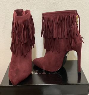 Women's size 5 High heel short boot with fringe for Sale in Apopka, FL