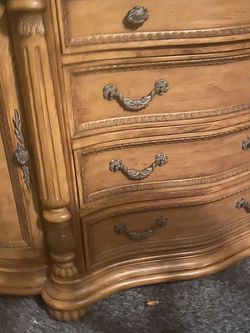China Cabinet And Hutch for Sale in Belleville,  IL