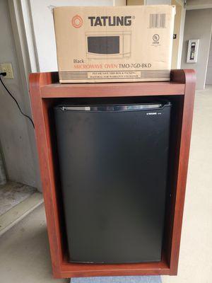 NOB Tatung 3.5 cu Minifridge & Microwave for Sale in Honolulu, HI