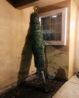 Christmas tree 🎄 🌲 8-9 ft tall for Sale in Stockton, CA