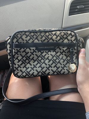 Tommy Hilfiger crossover purse for Sale in Lynchburg, VA