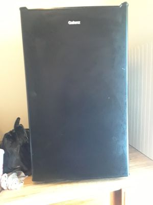 Galanz mini fridge for Sale in Cleveland, OH
