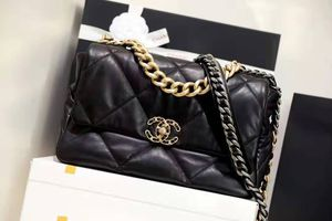 Beautiful Chanel bag in black / actual pics for Sale in Patterson, CA