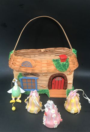 Cute Easter Basket with 4 Vintage Wood Ornaments for Sale in Naples, FL