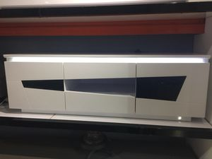 BLACK /WHITE GLOSSY TV STAND LED LIGHT for Sale in Hialeah, FL