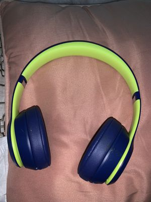 Beats solo 3 wireless for Sale in Chapel Hill, NC