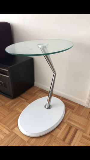 C Shaped End Table for Sale in Jersey City, NJ