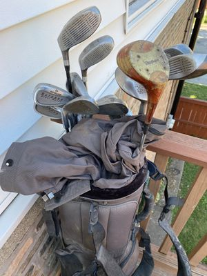 Golf Club Set. Clubs bag with cover and multiple balls for Sale in Chicago, IL