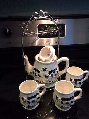 Tea pot set with cup/saucer holder for Sale in Orlando, FL
