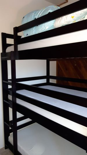 Cappuccino Triple Twin Bunk Bed! Like new with memory foam mattresses!! for Sale in Cascade, CO
