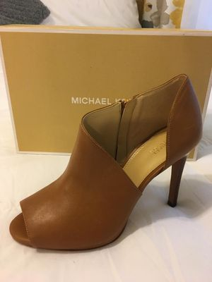 New Authentic Michael Kors Size 8.5 for Sale in Lakewood, CA