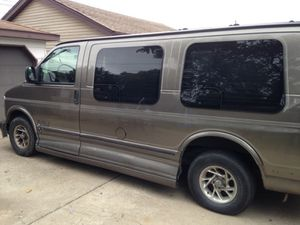 Clean van needs some body work but nothing major 170000 miles on it asking 2000 obo for Sale in Chicago, IL