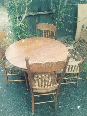 Free antique table and chairs for Sale in Modesto, CA