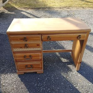 Desk for Sale in Mechanicsburg, PA