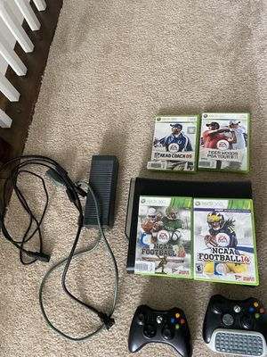 Xbox 360 Bundle with NCAA football 14 for Sale in North Ridgeville, OH
