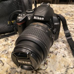 NIKON D3000 for Sale in Burleson, TX