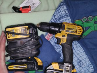 Dewalt 20 2- Volt Batteries And Charger for Sale in Lebanon,  TN