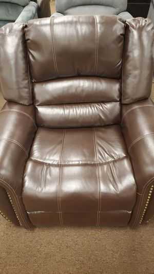 Brown recliner for Sale in Victoria, TX