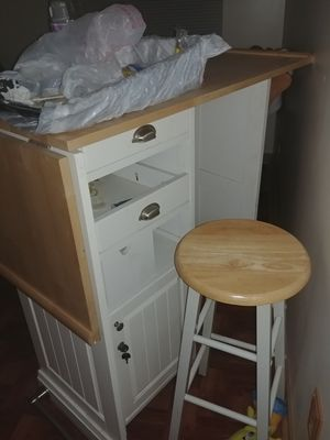 Fold out bar and 4 bar stools for Sale in Cleveland, OH