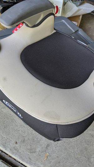 Graco booster seat with cup holders for Sale in Farmington Hills, MI