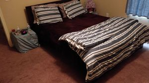 Queen bed Frame with matress for Sale in Peoria, IL
