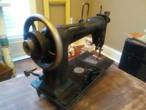 ANTIQUE SEWING MACHINE*NO CABINET for Sale in Prattville, AL